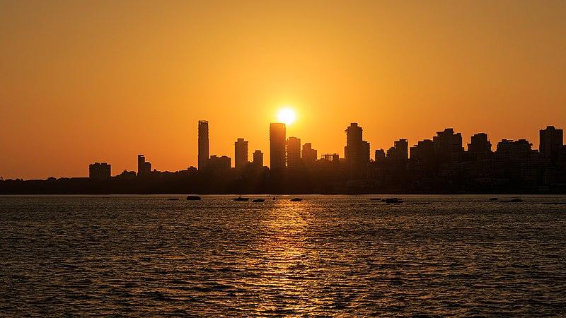 Fichier:Mumbai 03-2016 77 sunset at Marine Drive.jpg