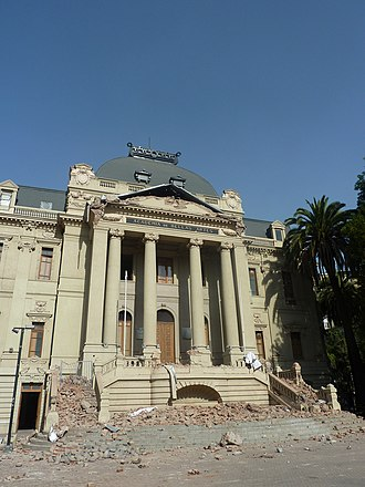Chilean National Museum of Fine Arts - Exterior of the museum after the 2010 Chile earthquake.