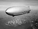 die USS Macon 1933 über New York City