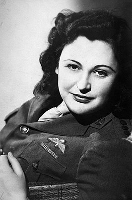 Nancy Wake, 1945.