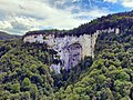 Nans-sous-Sainte-Anne, le porche de la grotte Sarazine.jpg