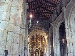 Nave central y capilla mayor del templo.