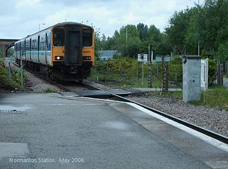 Normanton railway station - Pedestrian crossing at the end of platform 2. Now replaced by a footbridge.
