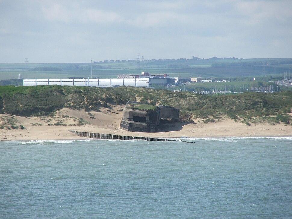 Old bunkers at Calais 1 (Piotr Kuczynski)