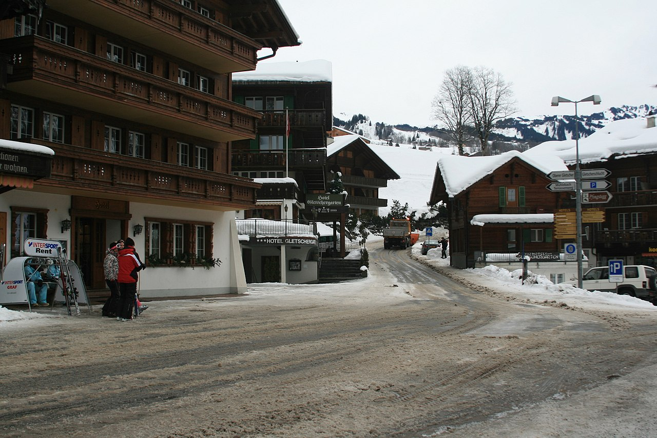 One street in Grindelwald - panoramio.jpg
