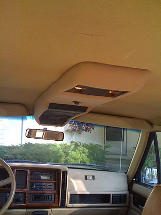 Jeep Cherokee (XJ) - Overhead console 1990-1996 (Laredo, Limited, Country, Classic, Briarwood, Wagoneer) As shown in a 1994 Jeep Cherokee Country