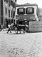Paardenkar in een straat op het eiland Madeira, Bestanddeelnr 252-1259.jpg