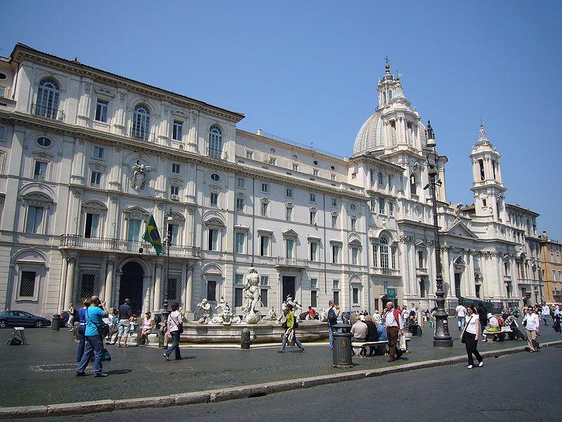 Ficheiro:Parione - piazza Navona - s Agnese in Agone e palazzo Pamphilij 1020584.JPG
