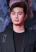 Park Seo-joon at Midnight Runners VIP premiere in August 2017.jpg