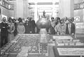Paul Otlet et son équipe devant le plan du Palais Mondial.tif