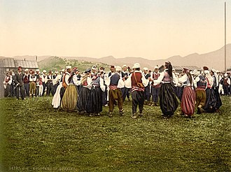 Kolo (dance) - Peasants dancing kolo in Bosnia