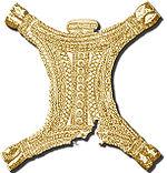 Reproducción del pectoral del tesoro del Carambolo.