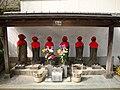 Pequeño monumento funerario en Japón.JPG