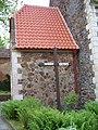 Petrovice, kostel svatého Jakuba, misijní kříž.jpg