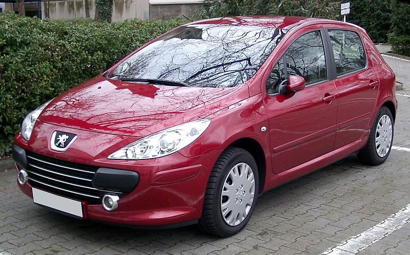 http://upload.wikimedia.org/wikipedia/commons/thumb/4/4f/Peugeot_307_front_20080320.jpg/800px-Peugeot_307_front_20080320.jpg