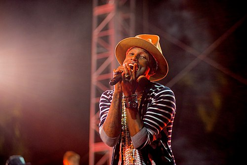 Pharrell Williams performing at the 2014 Coachella Valley Music and Arts Festival. Pharrell Williams 2014 Coachella Valley Music and Arts Festival.jpg