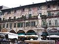 Piazza delle Erbe casa Mazzanti, Madonna Verona.JPG