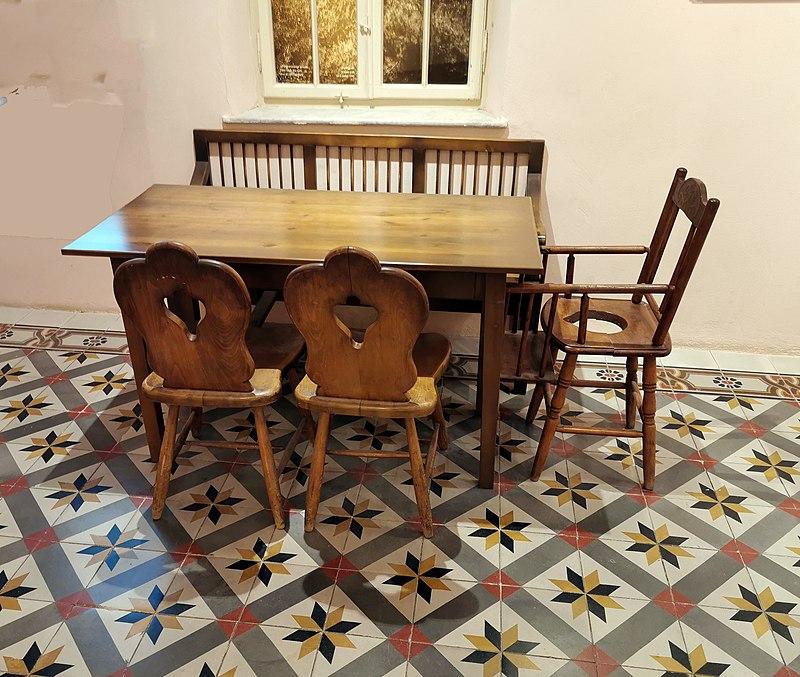 רהיטים במשרד ממשלתי בשרונה