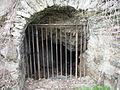 Plovárenská - mříž u vchodu do podzemí.JPG
