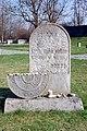 Pomník na židovském hřbitově v Terezín.JPG