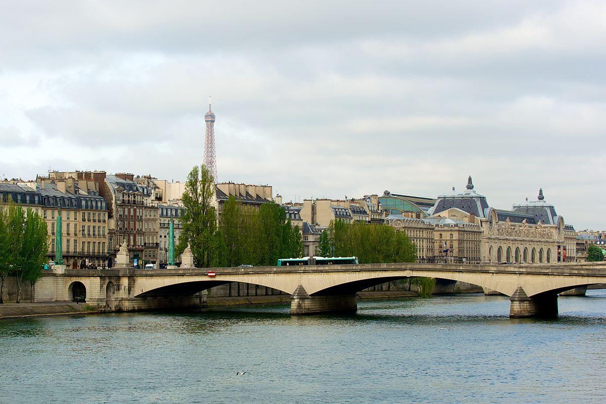 File:Eiffel Tower, Paris April 26, 2010.jpg - Wikimedia