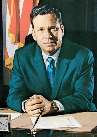Warren E. Hearnes - Image: Portrait of Warren E Hearnes