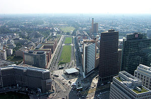 Haus Vaterland - 2005 aerial view of Tilla-Durieux-Park on the site of the Potsdamer Bahnhof; office buildings to the left are on the site of Haus Vaterland; note the semicircular frontage paying homage to the vanished building