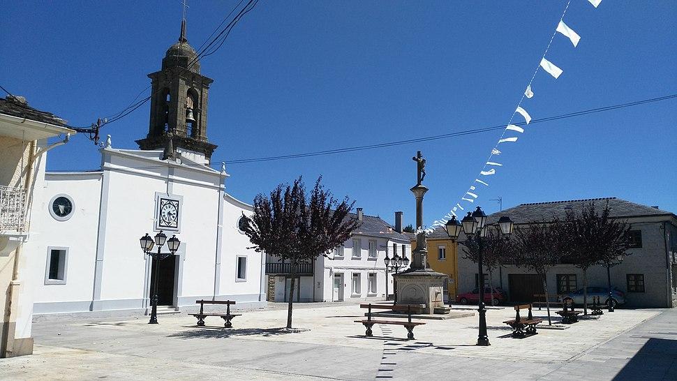 Praza da igrexa de Santa María