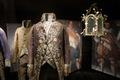 """Pressbild på 1700-tals kläder till """"Min skattkammare."""" - Skoklosters slott - 93651.tif"""