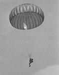 Primeiro salto da nova turma de 400 alunos recrutas paraquedistas, na Base Aérea dos Afonsos 2.tif