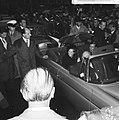 Prinses Beatrix en Claus bezoeken Hitzacker, verloofde paar op weg naar stadhuis, Bestanddeelnr 918-2545.jpg