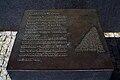 Professor Stefan Schwerdtfeger Leibniz-Denkmal Hannover Bronzeplatte Das binäre System.jpg