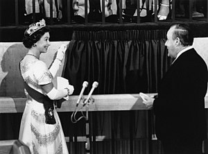 Beehive (New Zealand) - Queen Elizabeth II opening the Beehive, 28 February 1977