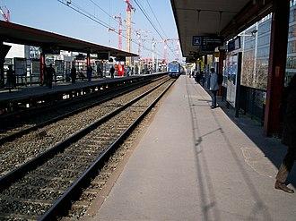 Issy–Val de Seine station - Image: RER C Gare Issy Val Seine 3