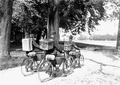 Radfahrerpatrouille mit Brieftauben am Rücken - CH-BAR - 3240465.tif