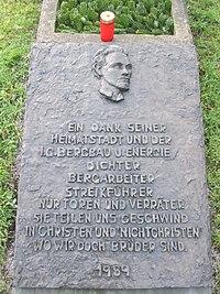RdI 12 013 - Grab Heinrich Kämpchen, Arbeiterdichter, Bochum-Linden, Jan 2012.JPG