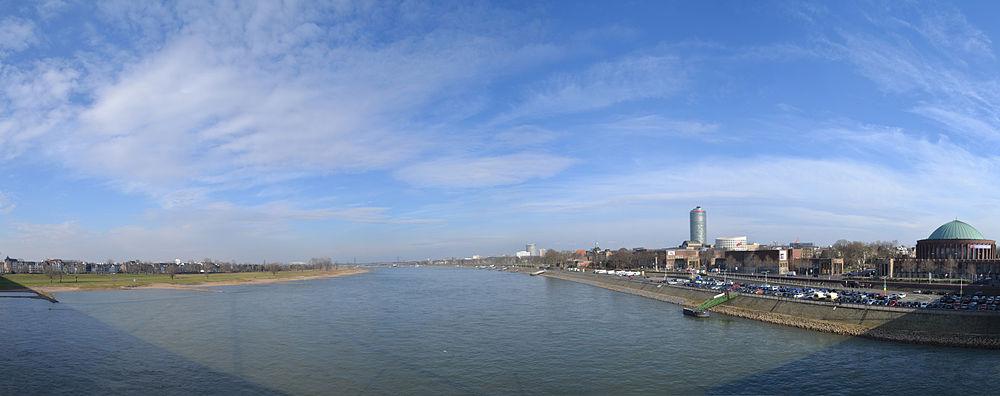 Rheinpanorama Oberkasseler Brücke Düsseldorf 3.jpg