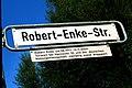 Robert-Enke-Straße, Hannover, Robert Enke 24.08.1977-10.11.2009, Torwart bei Hannover 96 und der deutschen Nationalmannschaft, vielfältig sozial engagiert.jpg