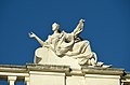 Roof decoration of Schönbrunn palace 04.jpg