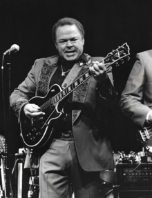 [Image: 220px-Roy_Clark_onstage.png]