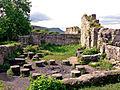Ruine Hohen Urach; Hofküche mit Stuben und Kammern des Nordflüges (Palas) - rechts vorne war der Backofen (Blick von der Ostfassade des Palas) (7575136668).jpg