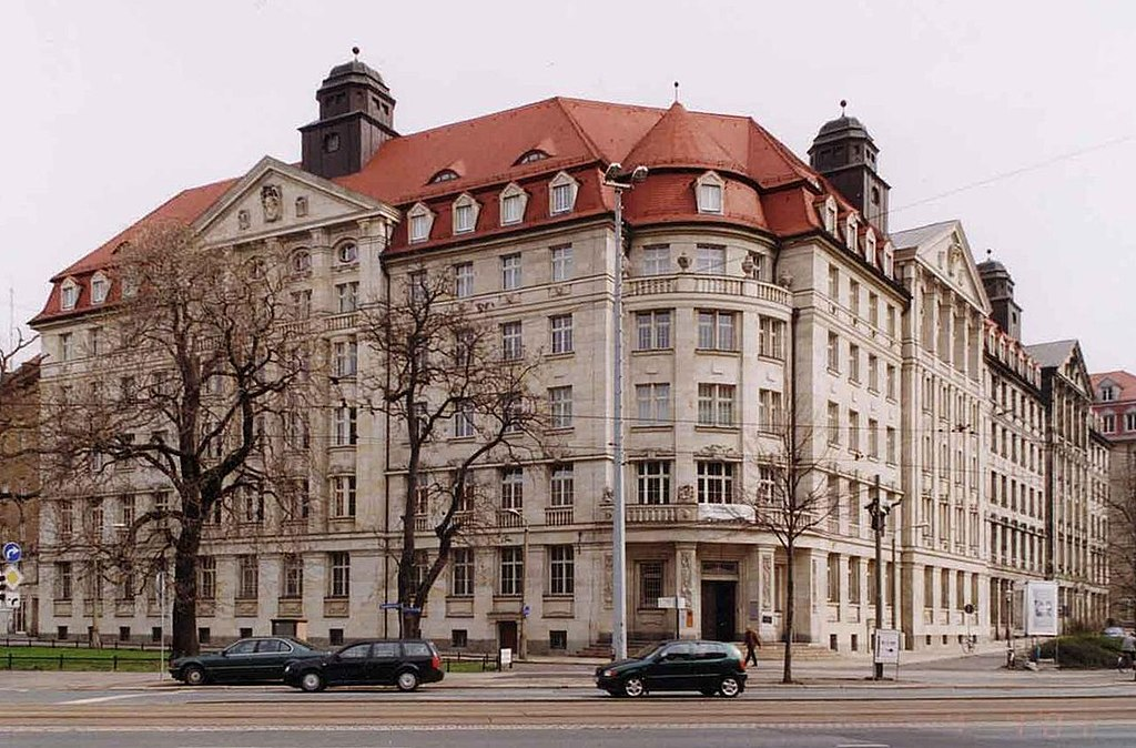 Bundesarchiv Bild 183-1989-1023-022, Leipzig, Montagsdemonstration 1024px-Runde-Ecke-Leipzig