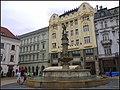 Rynek w Bratyslawie - Widok Fontanny Rolanda - panoramio.jpg