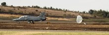 Datei:SAAF-BAE Hawk-Drogue parachute-001.ogv