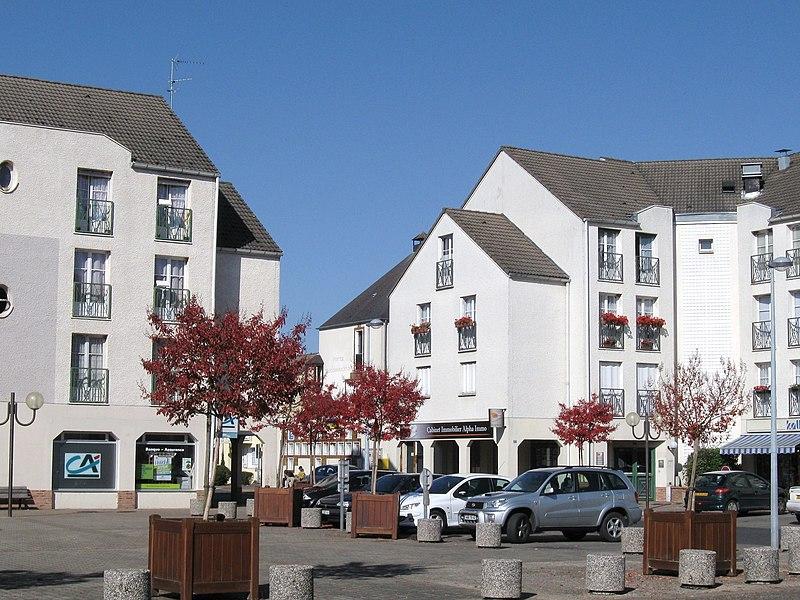 Place Clovis, Saint-Pryvé-Saint-Mesmin, Loiret, France