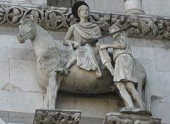 San Martino divide il suo prezioso mantello con un povero, particolare della facciata del Duomo di Lucca dedicato al santo