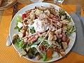 Salade lyonnaise servie au restaurant Simple Food, Lyon 7e (mai 2019).jpg