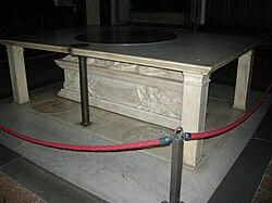 Tomba di giovanni di bicci e piccarda bueri for Sagrestia vecchia