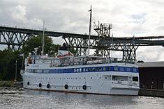 Schleswig-Holstein, Hochdonn, Fähranleger am N-O-Kanal; das Motorschiff Brahe lag dort als Hotelschiff für Wacken Open Air 2015 NIK 5423.jpg