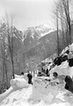 Schnee wird von der Strasse gerollt - CH-BAR - 3239529.tif